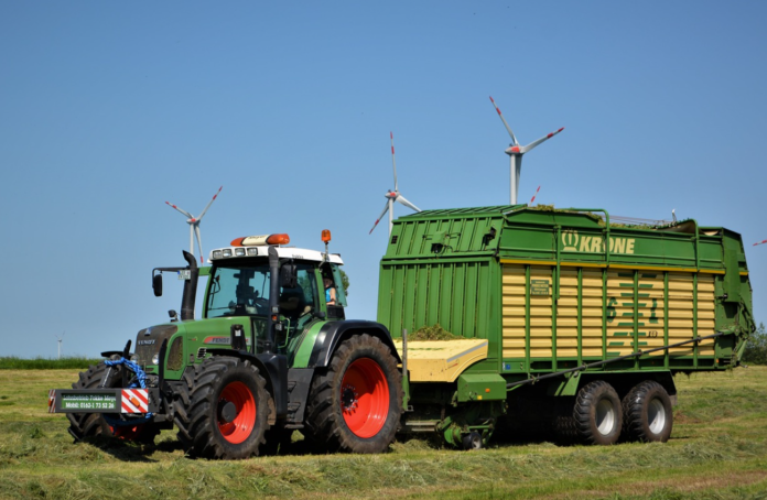 Tractor, silage, agricultural contractor, agricultural contracting