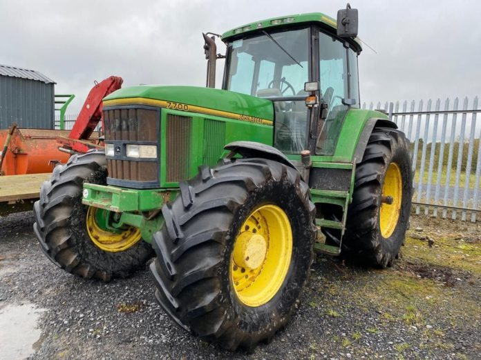 Virtual Auction - Hennessy Auctioneers - John Deere Tractor