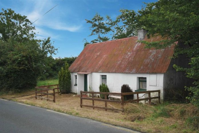 €50,000 for 'charming' old world cottage in need of renovation in Ballinclare, Ballycanew, Gorey, Co. Wexford.