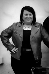 Former Glór Tire contestant Regina McDermott is a vocalist from Ballaghaderreen, Co. Roscommon. Cover versions include Mothers Prayers and Valerie.