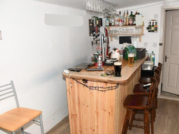 Gardaí discover 'fully-equipped bar' at suspected shebeen in Westport