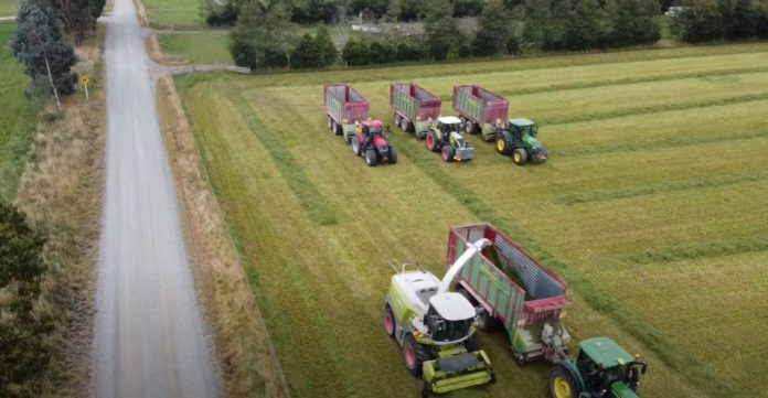 D Thompson Contracting, agricultural contracting, tractors