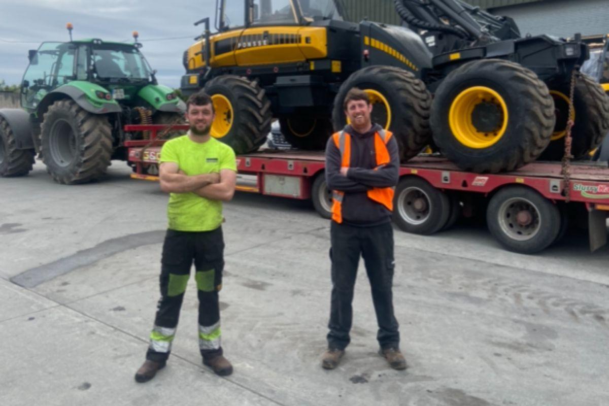 machinery, farmers, tractors, farmyard