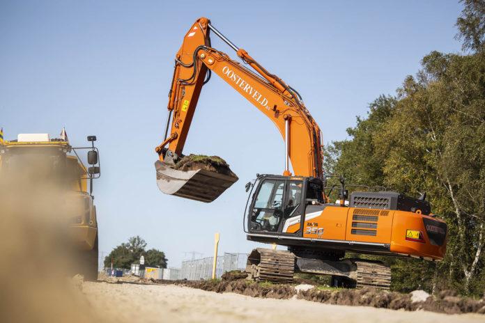 Hitachi, diggers, excavators, digging, machinery, plant machinery, machines, farming, construction