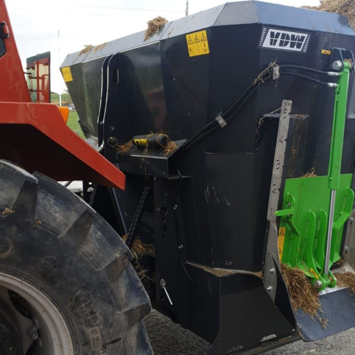 VDW Tractor-Mounted Mini Mixer, feeding livestock, nutrition, machine, mini mixer, feeding wagon,