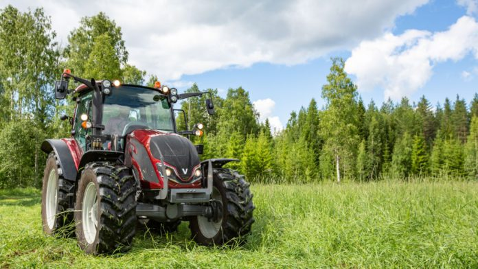 Valtra, agricultural contracting, agricultural contractors, tractors, machines, machinery