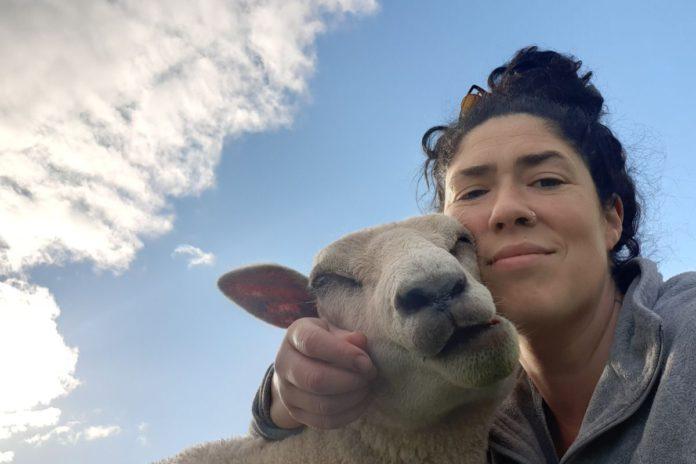 Clodagh Hughes, sheep, sheep farming, farm girls,