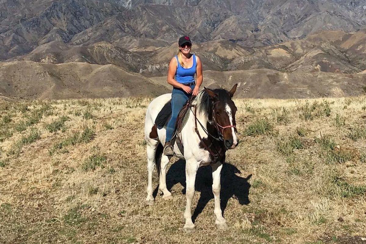 Rebecca Adams, horses, farm girls, farming, Harper Adams University graduate