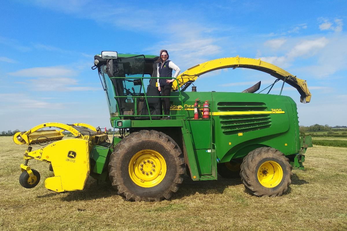 harvester operator, John Deere, farm girls, farm machinery